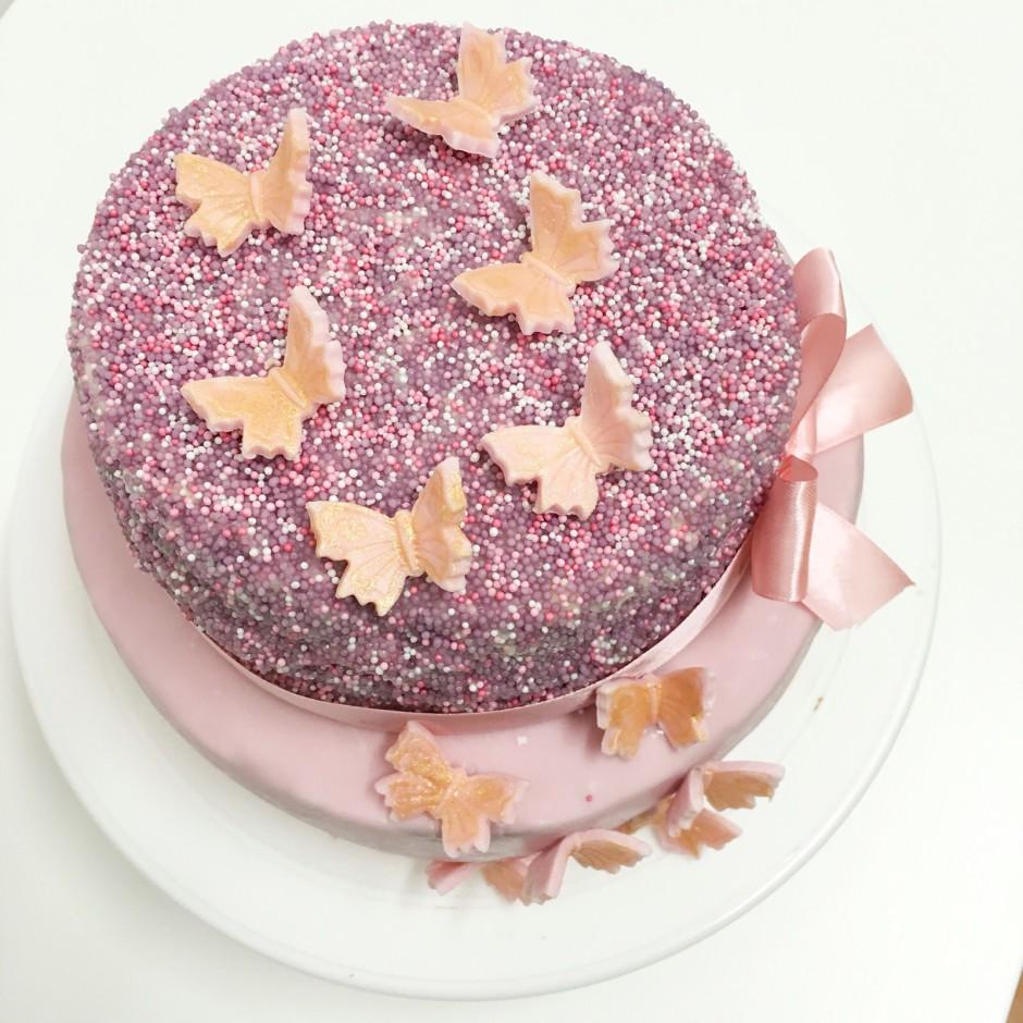 2 st ckige fondant torte in lila ros love my kitchen leckere rezepte aus aller welt. Black Bedroom Furniture Sets. Home Design Ideas
