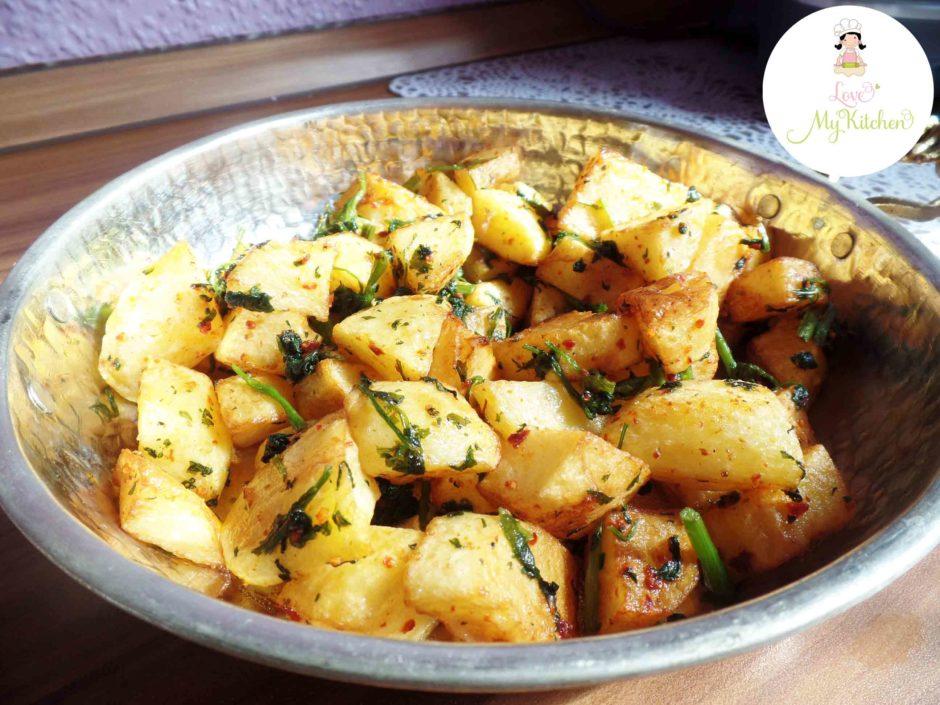 Batata Harra   gebratene Kartoffelecken in Knoblauch und Koriander   Love my Kitchen - Leckere ...